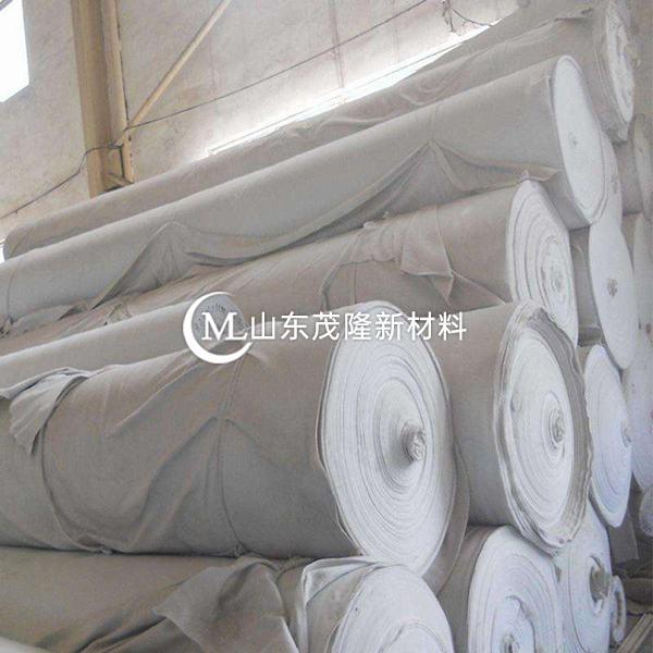 土工布对防水板和排水起到缓冲保护作用