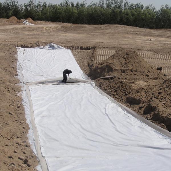 土工布砂垫层结合反滤结构及人工降雨冲刷试验