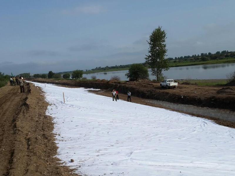 现浇水泥混凝土渠道护砌作业及土工布施工控制