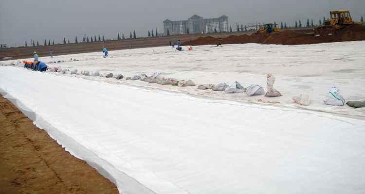 克重对短纤土工布和长丝土工布耐受性能的影响